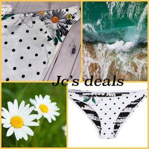 🌼 Volcom women's daisy Mae bikini bottoms 🌼